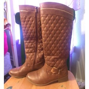 Women's brown quilted boots